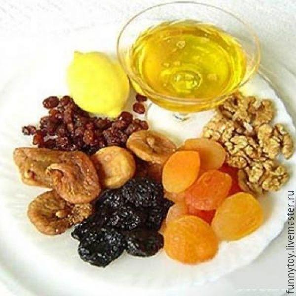 Сухофрукты и мед для иммунитета
