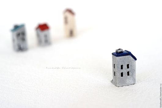 Миниатюрные модели ручной работы. Ярмарка Мастеров - ручная работа. Купить Домик с синей крышей декоративный интерьерный в подарок для души. Handmade.