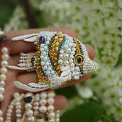 Украшения ручной работы. Ярмарка Мастеров - ручная работа Рыба Бабочка в облаке черемухи рыбка вышитая брошь. Handmade.