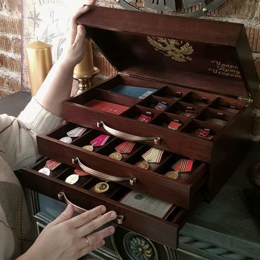 Мебель ручной работы. Ярмарка Мастеров - ручная работа Комод для медалей и семейного архива. Handmade.
