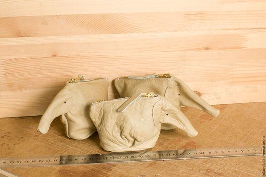 Кошельки и визитницы ручной работы. Ярмарка Мастеров - ручная работа. Купить Кошелек монетница визитница слон слоник игрушка из натуральной кожи. Handmade.