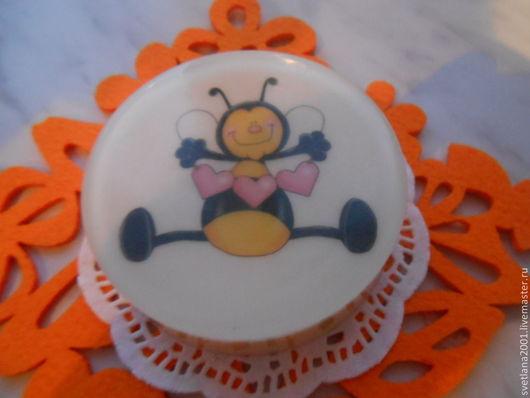 """Мыло ручной работы. Ярмарка Мастеров - ручная работа. Купить Мыло """" Веселые пчелки"""". Handmade. Белый, сувениры и подарки"""