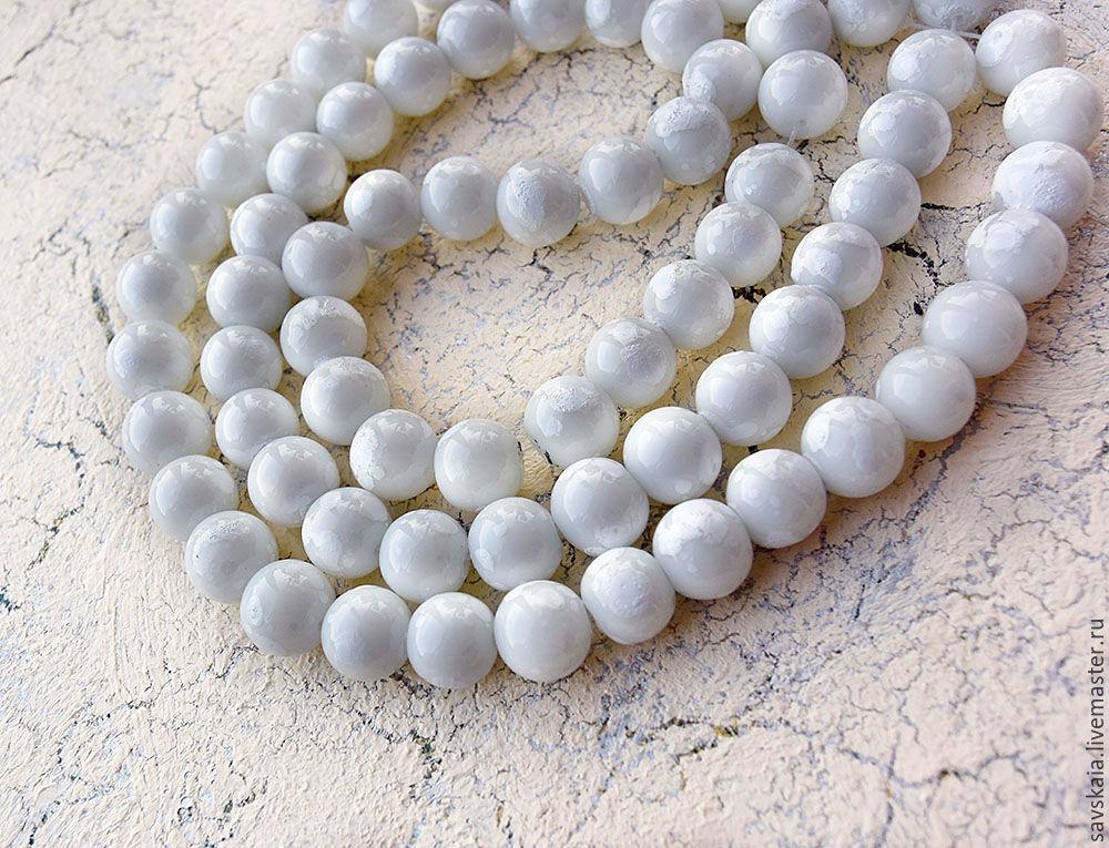 Glass beads, white enamel 10 mm diameter