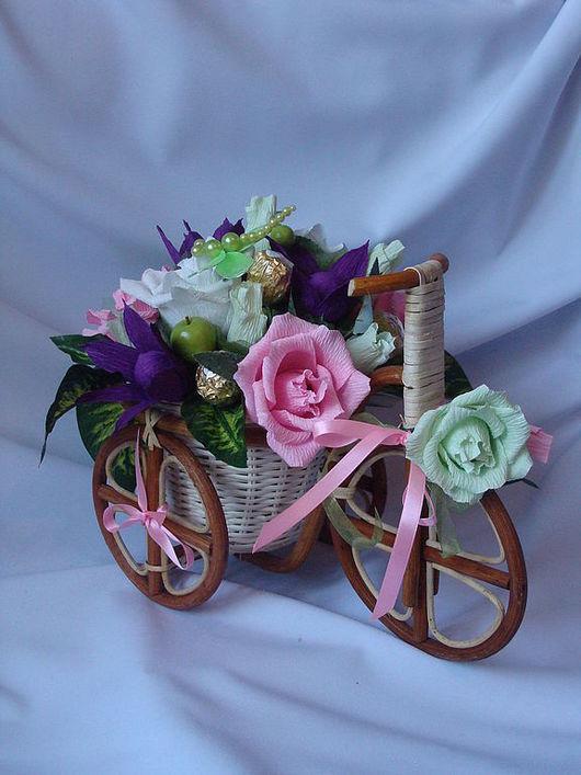 """Кулинарные сувениры ручной работы. Ярмарка Мастеров - ручная работа. Купить Букет из конфет """"Мелодия души"""" к 8 марта, велосипед, подарок. Handmade."""