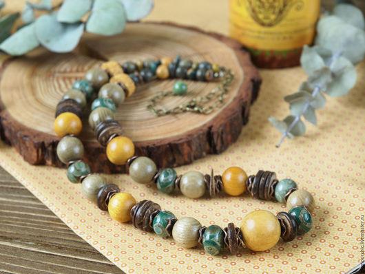 Очаровательные бусы желто-зеленого цвета.Выполнены из деревянных бусин, кокосовых дисков,агата,вулканической лавы. Живой пронизывающий цвет.