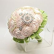 Свадебный салон ручной работы. Ярмарка Мастеров - ручная работа Брошь-букет из нежно-розовых тканевых роз. Handmade.