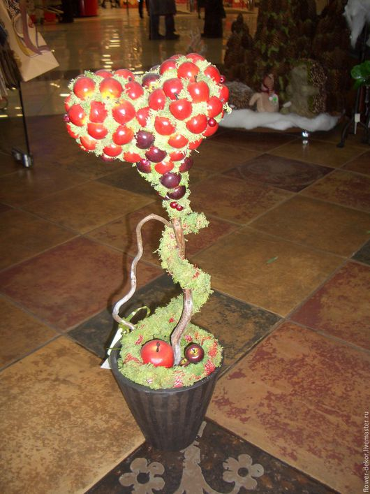 """Топиарии ручной работы. Ярмарка Мастеров - ручная работа. Купить Топиарий """" Яблочное сердце"""". Handmade. Ярко-красный"""