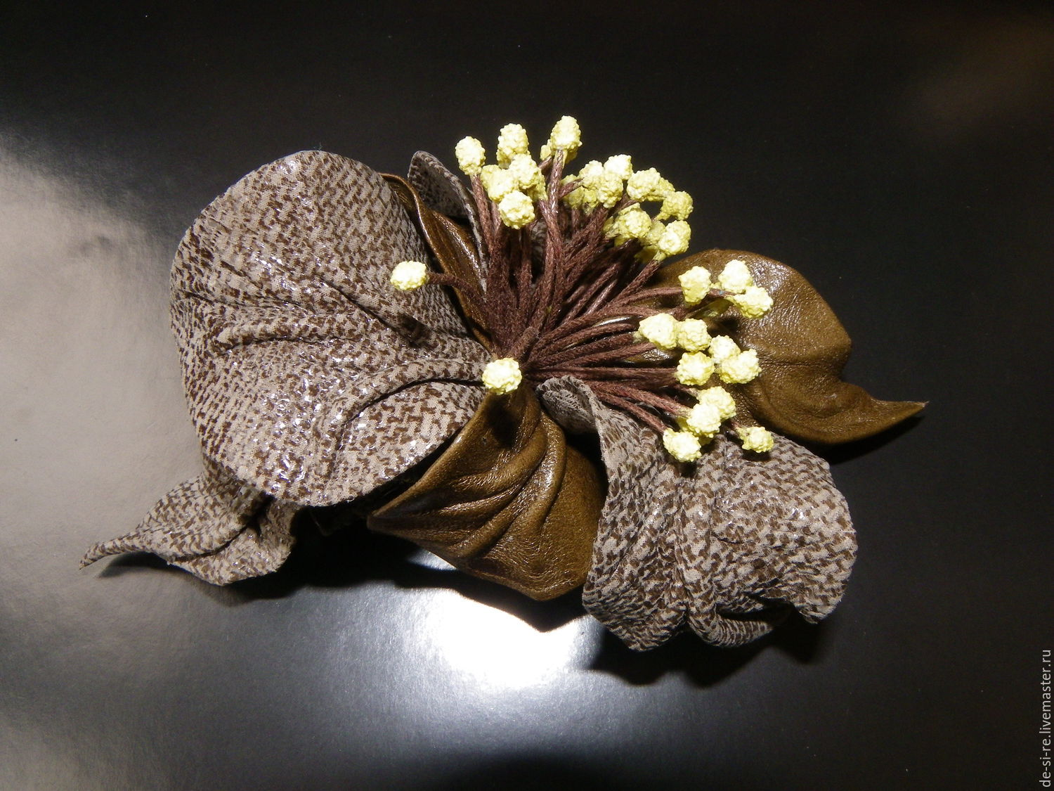 Hair clip machine hair leather `Diana` khaki olive . Convenient and reliable automatic barrette for the hair. The original volume of the author's flower for hair, hairstyles. Romantic decoration. Gift