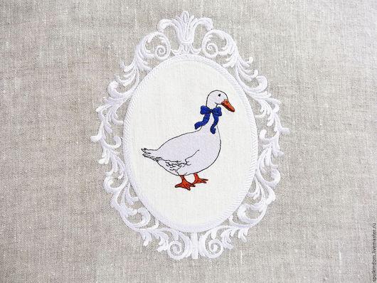 Дорожка с вышивкой `Гуси` `Шпулькин дом` мастерская вышивки
