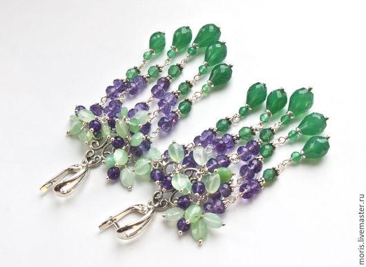 Серьги из хризопраза и серебра. Яркие серьги, полностью из серебра и натуральных камней, разной величины и огранки, светло зелёного хризопраза и лавандовых аметистов.