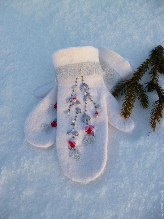 Варежки, митенки, перчатки ручной работы. Ярмарка Мастеров - ручная работа. Купить Варежки валяные Рябина на снегу. Handmade. Белый