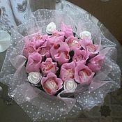Цветы и флористика handmade. Livemaster - original item A bouquet of flowers on a circular base. Handmade.
