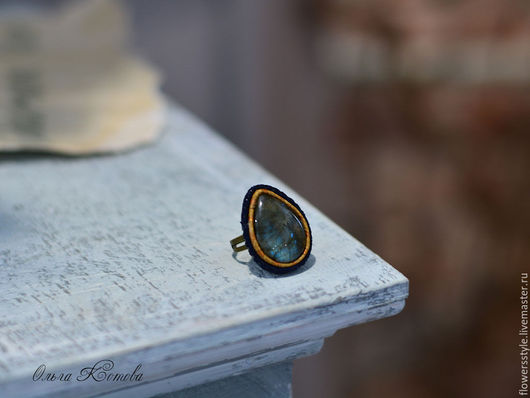 Кольца ручной работы. Ярмарка Мастеров - ручная работа. Купить Кольцо с лабрадоритом Волшебное сияние перстень из кожи. Handmade.