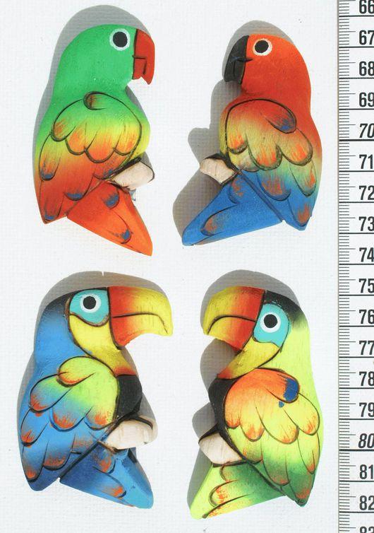Магниты ручной работы. Ярмарка Мастеров - ручная работа. Купить Магниты на холодильник в виде попугаев, из дерева бальза. Handmade. Разноцветный