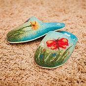 """Обувь ручной работы. Ярмарка Мастеров - ручная работа Валяные женские тапочки """"Летняя поляна"""", голубой цвет. Handmade."""