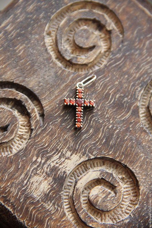 Vintage Via. Крест `Гранатовый`, серебро 925, гранаты искусственные