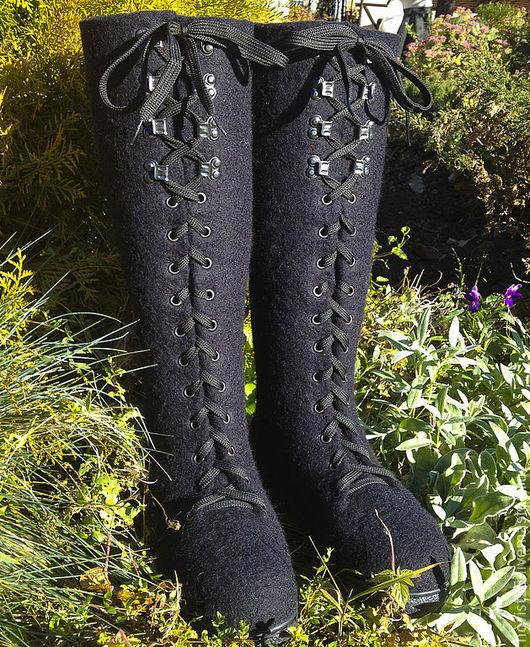 Обувь ручной работы. Ярмарка Мастеров - ручная работа. Купить Валяные сапоги на шнуровке. Handmade. Черный, демисезонная обувь, подарок