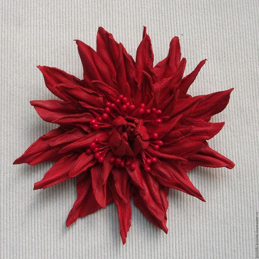 Яркий махровый цветок брошь (брошка) из кожи. Сделаю на заказ недорого и с бесплатной доставкой.