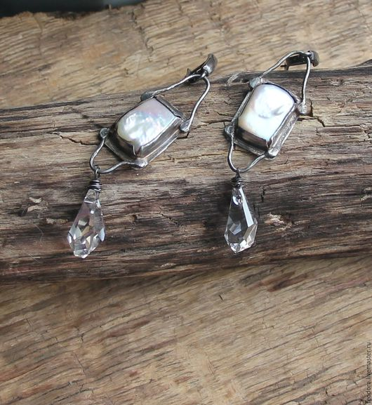 Серебряные серьги с барочным жемчугом и кристаллами Сваровски