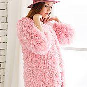 Вязаная шуба кардиган с бахромой розового цвета