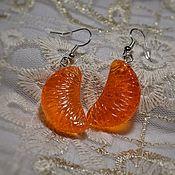 Серьги классические ручной работы. Ярмарка Мастеров - ручная работа Серьги дольки мандарина из эпоксидной смолы. Handmade.
