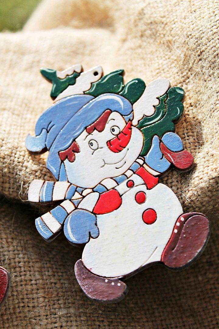 Новый год 2019 ручной работы. Ярмарка Мастеров - ручная работа. Купить Снеговик на ёлку, деревянная елочная игрушка, новогодний подарок. Handmade.
