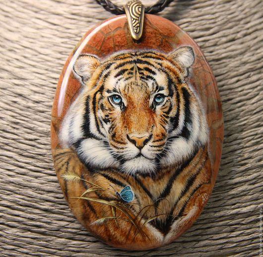 Кулоны, подвески ручной работы. Ярмарка Мастеров - ручная работа. Купить Кулон с тигром.. Handmade. Рыжий, роспись по камню