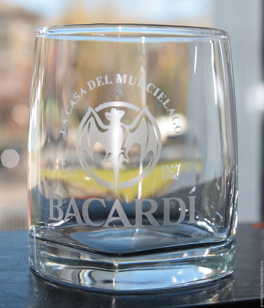 Бокалы, стаканы ручной работы. Ярмарка Мастеров - ручная работа. Купить стакан Bacardi. Handmade. Ром, стакан, логотип, коктейль