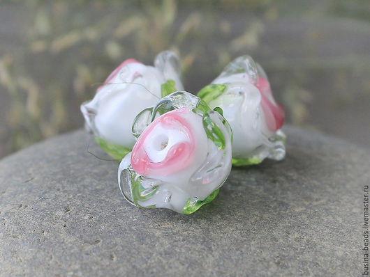 Бусины стеклянные лэмпворк розочки Бусины стеклянные ручной работы в технике лэмпворк (lampwork)  для сборки украшений  Бутоны розовые продаются поштучно для сборки украшений, например в качестве по