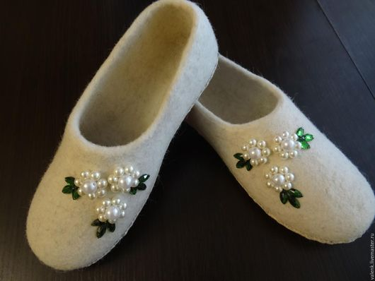 Обувь ручной работы. Ярмарка Мастеров - ручная работа. Купить Тапочки валяные. Handmade. Белый, шерсть овечья, 100% шерсть