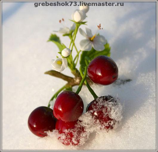 Цветы ручной работы. Ярмарка Мастеров - ручная работа. Купить Зимняя вишня. Handmade. Зимняя вишня, брошь, холодный фарфор