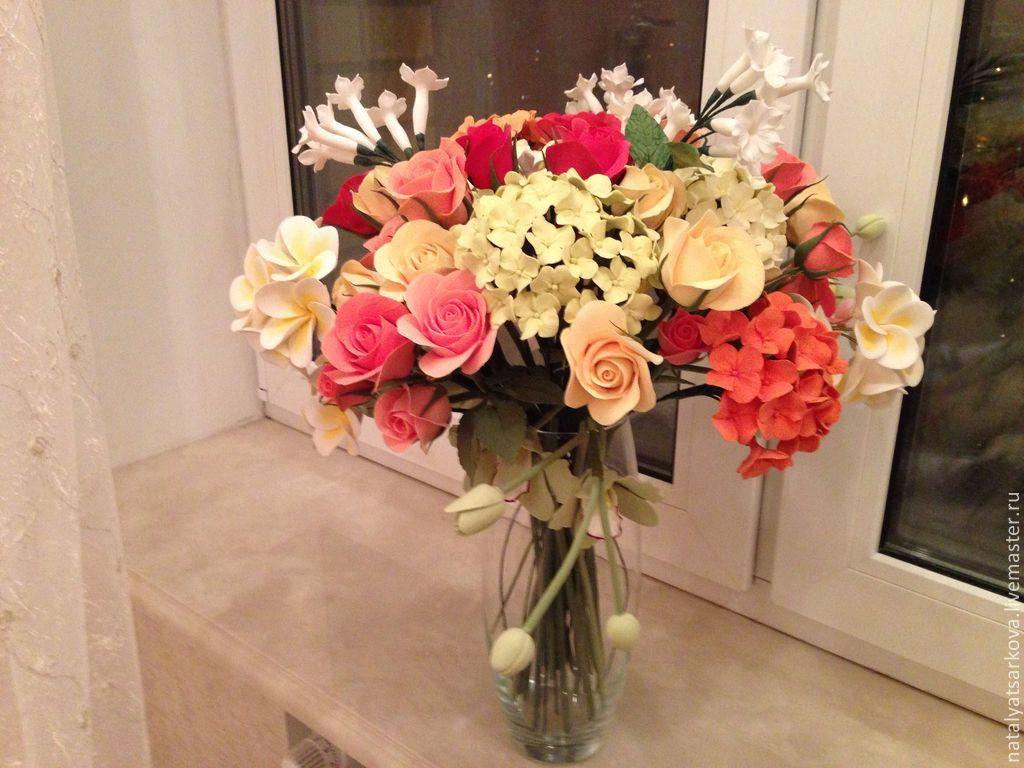Букет цветов в вазе домашнее