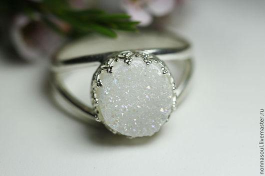 Кольца ручной работы. Ярмарка Мастеров - ручная работа. Купить Серебряное круглое кольцо с белыми друзами кварца (маленькое). Handmade.