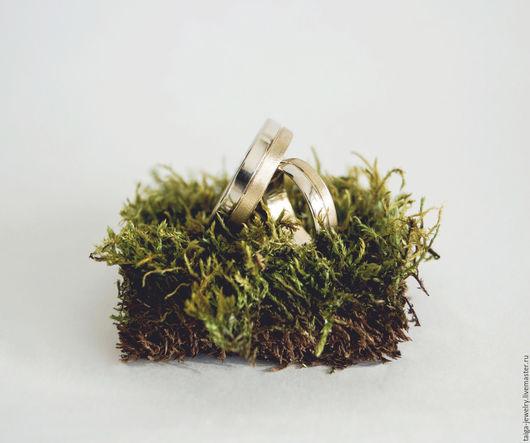 Свадебные украшения ручной работы. Ярмарка Мастеров - ручная работа. Купить Обручальные кольца с полосой белого и лимонного золота (taiga_jewelry). Handmade.