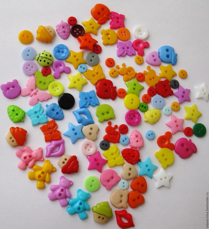 05fc2e1af7921 Набор ярких пуговиц фигурок Мишуткины именины состоит из 100 пуговок  собранных в случайном порядке по цвету ...