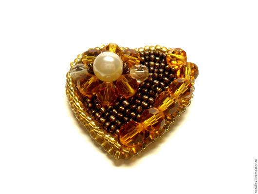 """Броши ручной работы. Ярмарка Мастеров - ручная работа. Купить Брошь """"Медовое сердце"""". Handmade. Брошь, жемчуг, подарок, коричневый"""