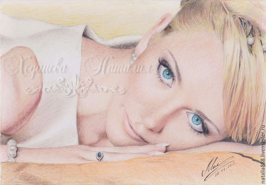 Портрет нарисован по фотографии. Выполнен цветными карандашами на бумаге
