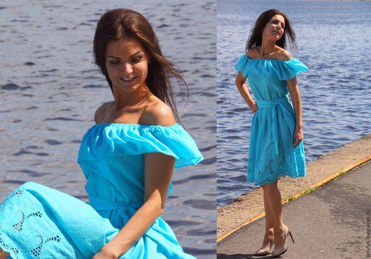 летнее платье, открытые плечи, платье с воланом, голубое платье, бирюзовое платье, роскошное платье, стильное платье, короткое платье, летнее платье, платье миди, бирюзовое короткое платье на лето