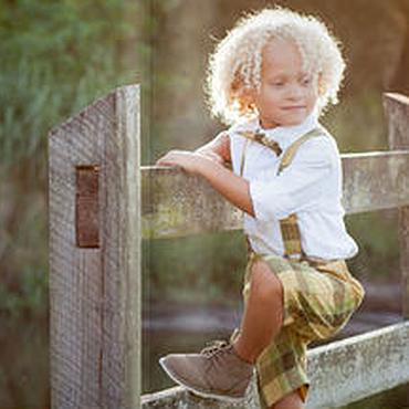 Работы для детей, ручной работы. Ярмарка Мастеров - ручная работа Льняной комплект для мальчика: кепка, бабочка и шорты на подтяжках. Handmade.