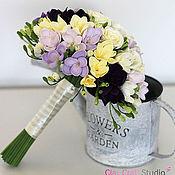 Свадебный салон ручной работы. Ярмарка Мастеров - ручная работа Нежный букет невесты с фрезиями и розами из полимерной глины. Handmade.