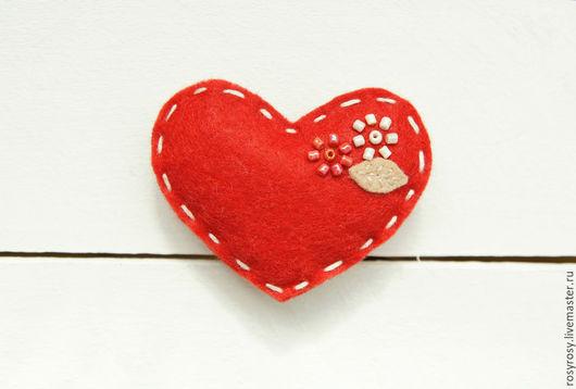Броши ручной работы. Ярмарка Мастеров - ручная работа. Купить Сердце Брошь Сердце из фетра Фетровая брошь'Heart It'. Handmade.