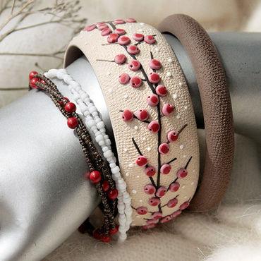 Украшения ручной работы. Ярмарка Мастеров - ручная работа Комплект браслетов с красными ягодами из полимерной глины. Handmade.