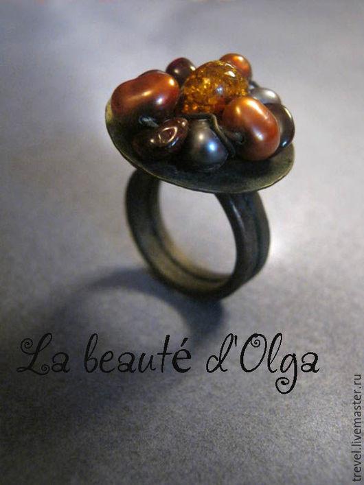 Кольца ручной работы. Ярмарка Мастеров - ручная работа. Купить MURANO  Кованое медное кольцо с янтарем и жемчугом. Handmade. Кольцо