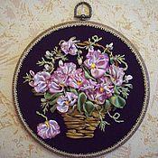 Картины и панно ручной работы. Ярмарка Мастеров - ручная работа Панно вышивка лентами - корзинка с цветами. Handmade.