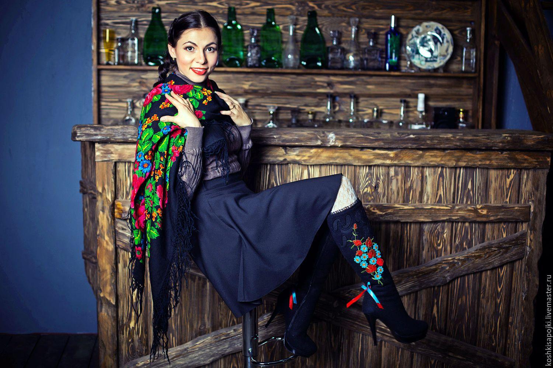 Фото женщина в сапогах любит работать с плеткой 11 фотография