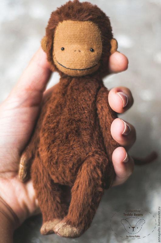 Авторская игрушка обезьянка тедди, которую очень приятно держать в руках. Ладошечная игрушка Берта приносит радость каждый миг