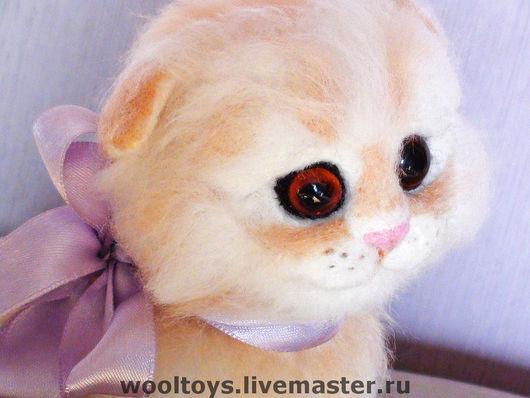 """Игрушки животные, ручной работы. Ярмарка Мастеров - ручная работа. Купить Валяный котенок """"Неженка"""". Handmade. Войлочная игрушка, котенок"""