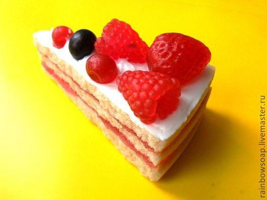 Мыло ручной работы. Ярмарка Мастеров - ручная работа. Купить Кусочек торта. Handmade. Торт, красивый подарок, мыло с ягодами