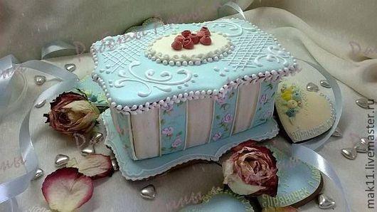 """Пряничная шкатулка в стиле """"Шебби шик"""" - оригинальный и изысканный подарок для женщин.  В имбирную пряничную шкатулку можно положить  маленькие прянички с пожеланиями, поздравлениями или ини"""