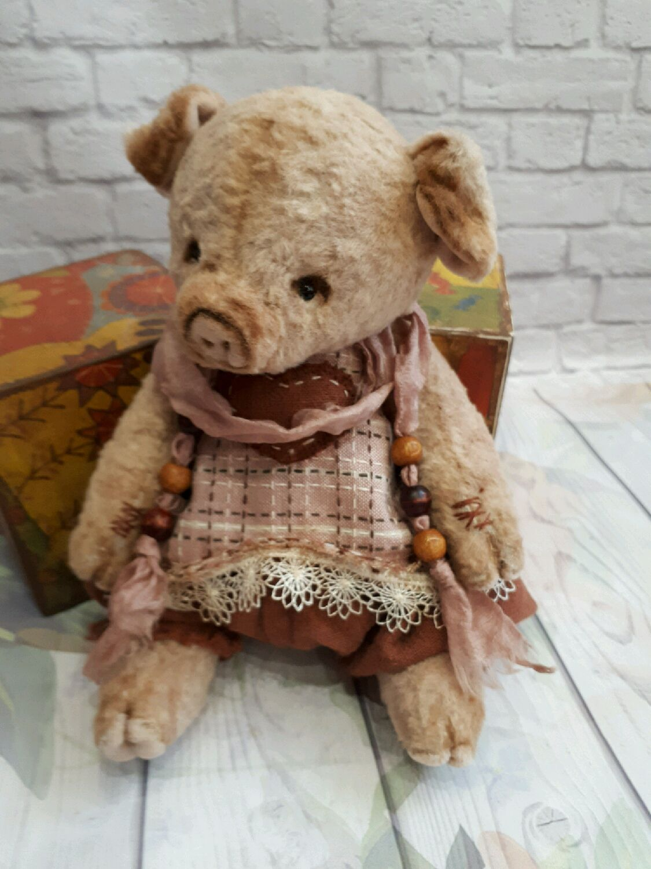 brown teddy pig